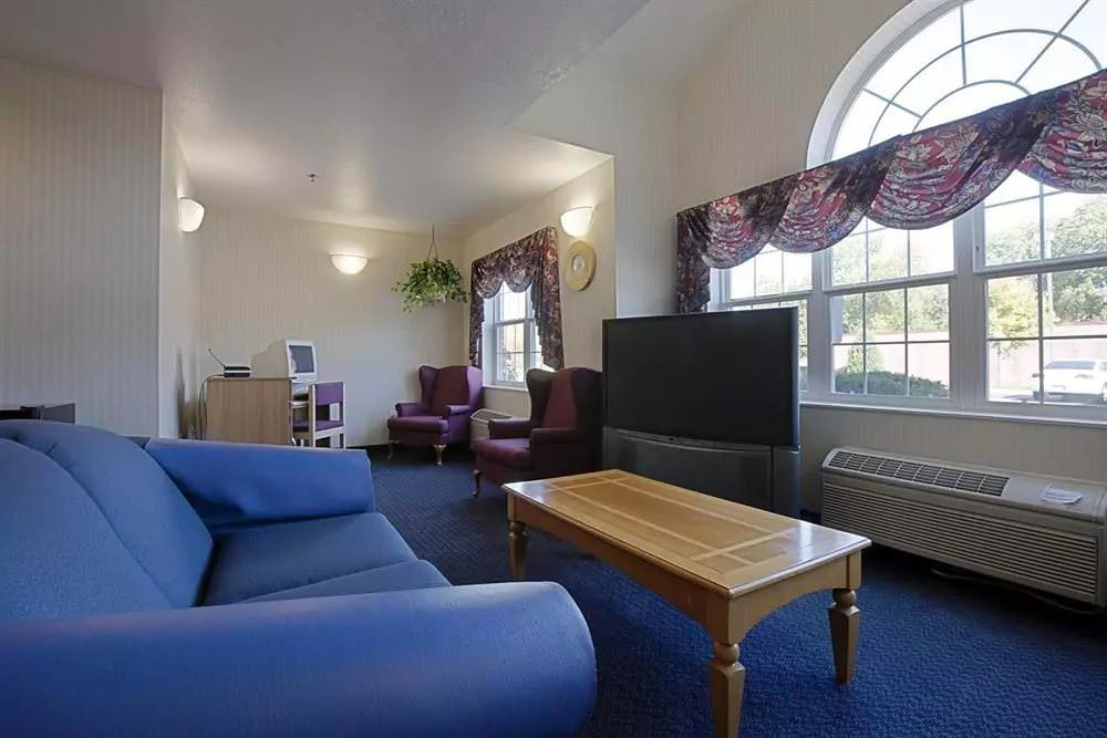 Ultimate List of Best Cheap Hostels for Backpackers in Racine, Wisconsin, Americas Best Value Inn And Suites