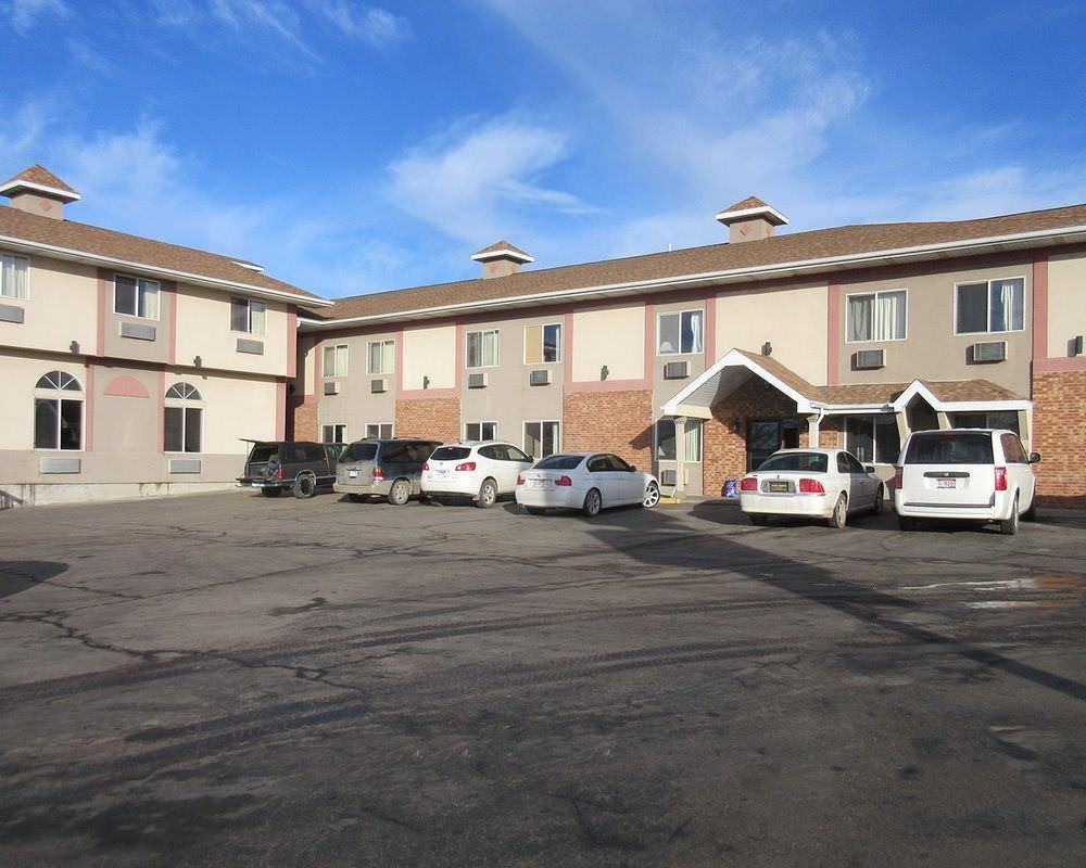 Ultimate List of Best Cheap Hostels for Backpackers in Rapid City , South Dakota, Rodeway Inn Rapid City