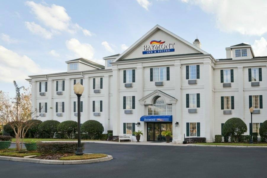 Ultimate List of Best Cheap Hostels for Backpackers in Reno, Nevada, Baymont Inn and Suites