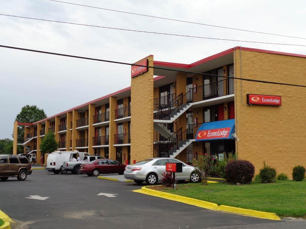 Ultimate List of Best Cheap Hostels for Backpackers in Rock Hill, South Carolina, Econo Lodge Rock Hill