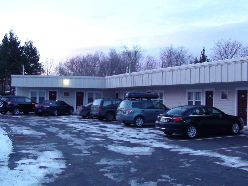 Ultimate List of Best Cheap Hostels for Backpackers in Rutland, Vermont, Highlander Inn