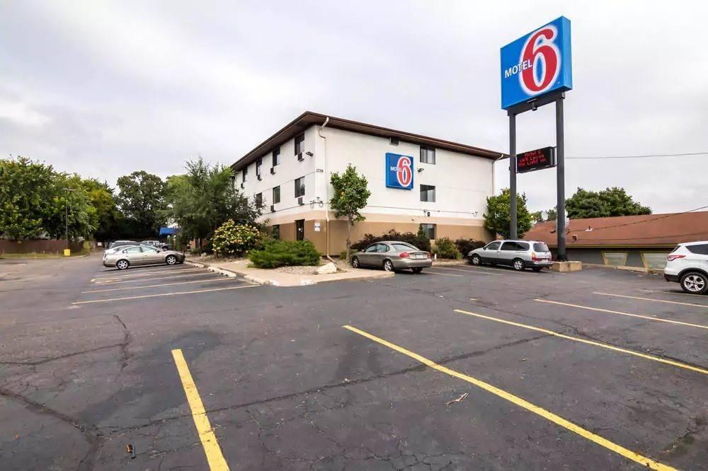 Ultimate List of Best Cheap Hostels for Backpackers in Saint Paul, Minnesota, Motel 6 St Paul I-94