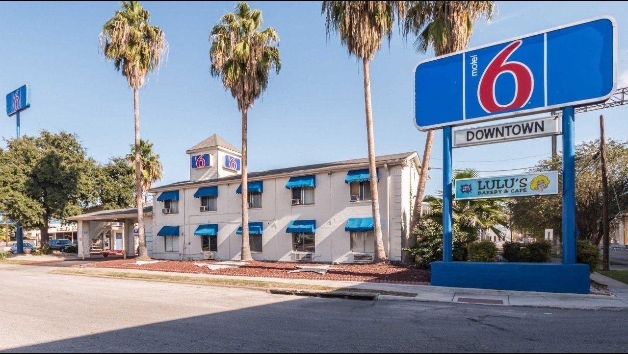 Ultimate List of Best Cheap Hostels for Backpackers in San Antonio, Texas, Motel 6 San Antonio Downtown - Riverwalk