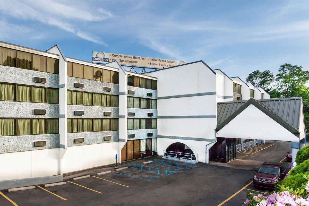Ultimate List of Best Cheap Hostels for Backpackers in Scranton, Pennsylvania, Days Inn Scranton PA