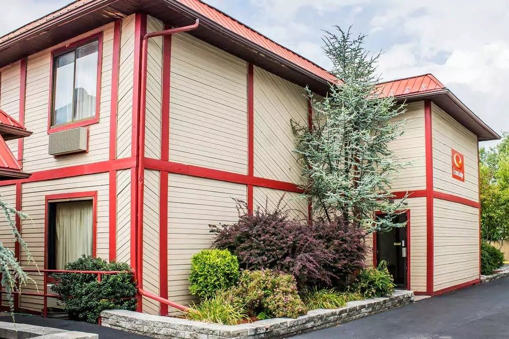 Ultimate List of Best Cheap Hostels for Backpackers in Scranton, Pennsylvania, Econo Lodge Scranton