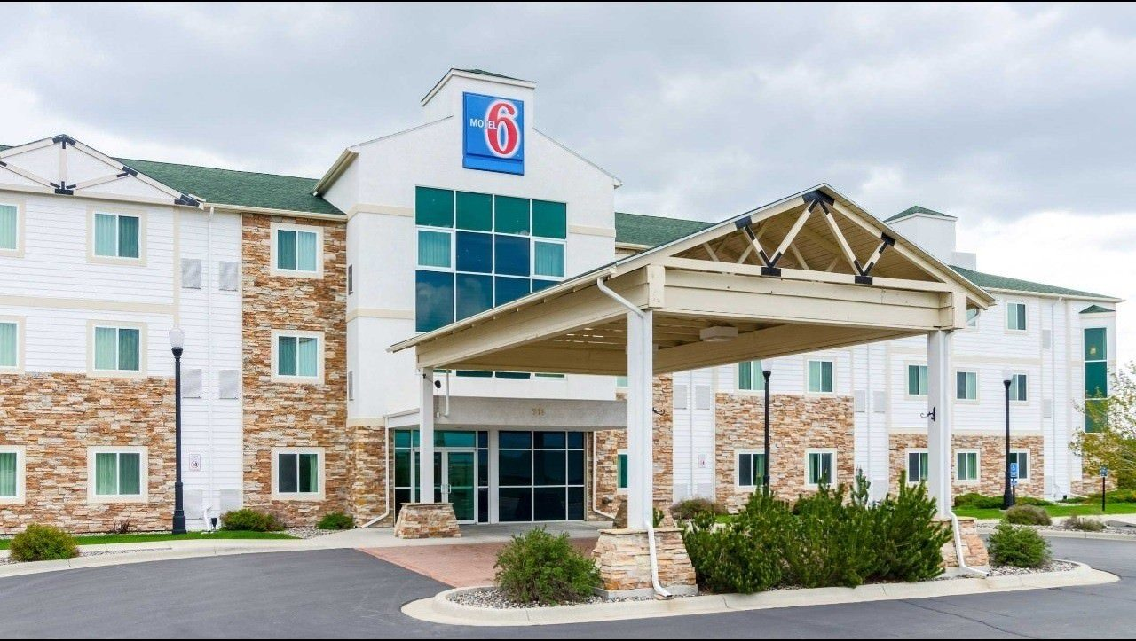 Ultimate List of Best Cheap Hostels for Backpackers in Sheridan, Wyoming, Motel 6 Sheridan