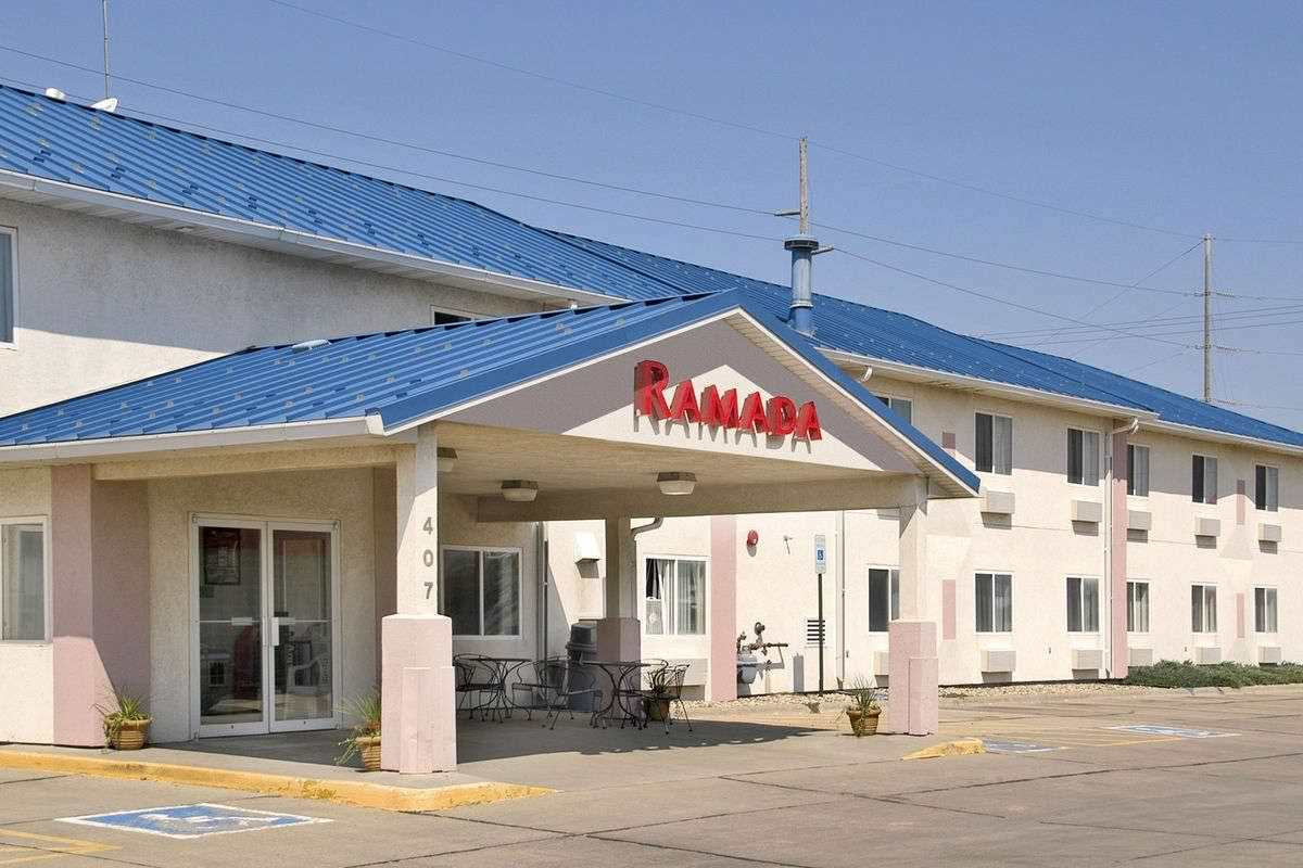 Ultimate List of Best Cheap Hostels for Backpackers in Sioux Falls, South Dakota, Ramada Sioux Falls