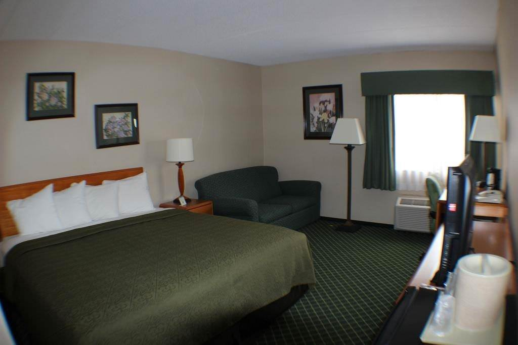 Ultimate List of Best Cheap Hostels for Backpackers in Smithfield, Rhode Island, All Seasons Inn and Suites