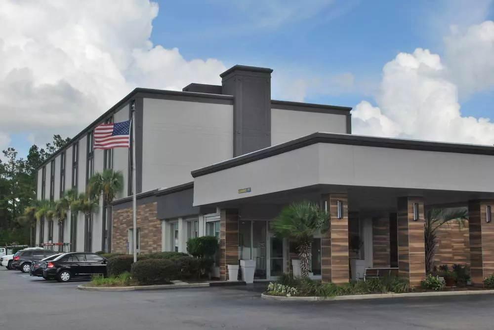 Ultimate List of Best Cheap Hostels for Backpackers in Summerville town, South Carolina, Wyndham Garden Summerville