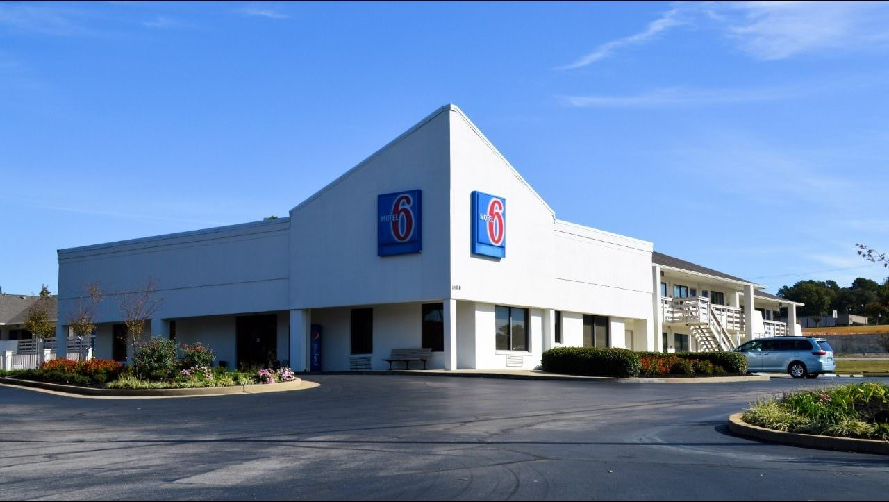 Ultimate List of Best Cheap Hostels for Backpackers in Tupelo, Mississippi, Motel 6 - Tupelo