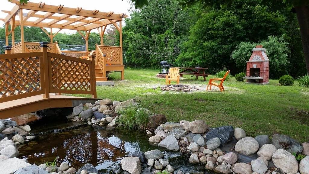 Ultimate List of Best Cheap Hostels for Backpackers in Westerly, Rhode Island, Aquastar Inn