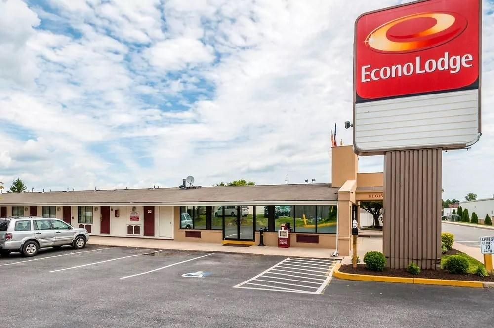 Ultimate List of Best Cheap Hostels in Frederick, Maryland, Econo Lodge Frederick