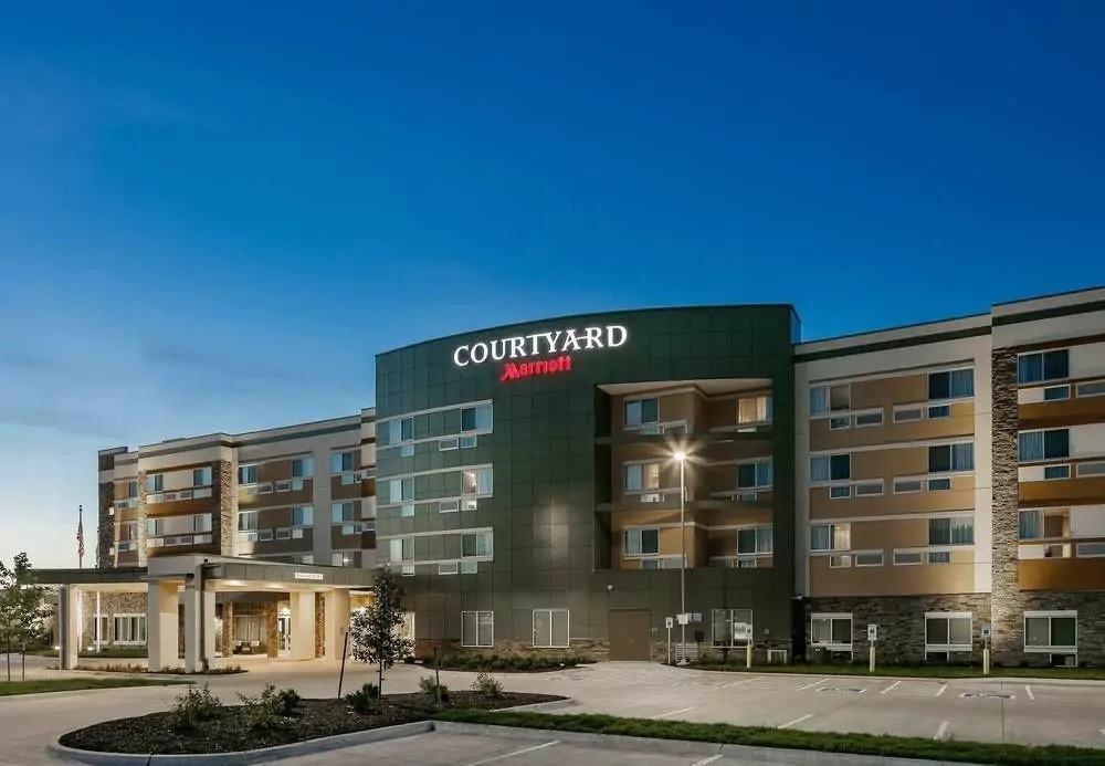 Ultimate List of Best Luxury Hotels in Bellevue, Nebraska, Courtyard by Marriott Omaha Bellevue at Beardmore Event Center