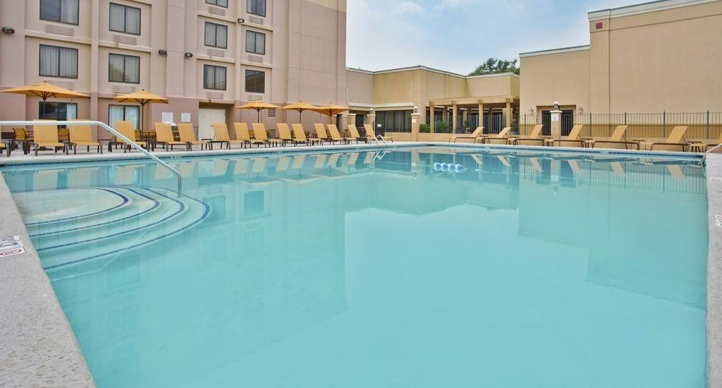 Ultimate List of Best Luxury Hotels in Gulfport, Mississippi, Courtyard by Marriott Gulfport Beachfront