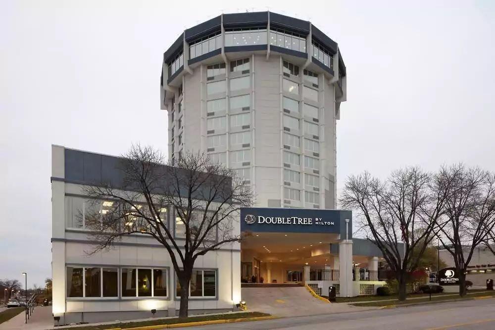 Ultimate List of Best Luxury Hotels in Jefferson City, Missouri, DoubleTree by Hilton Jefferson City