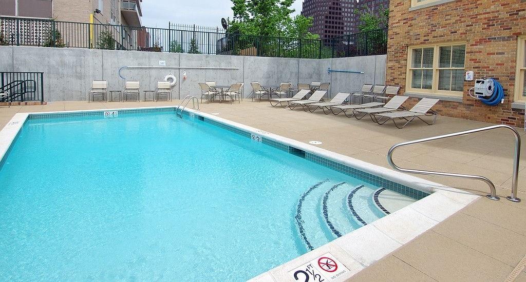 Ultimate List of Best Luxury Hotels in Kansas, Missouri, Courtyard Kansas City Country Club Plaza