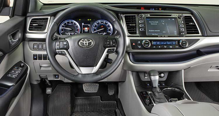 Driving around the 2017 toyota highlander vs the 2017 - Toyota highlander hybrid interior ...