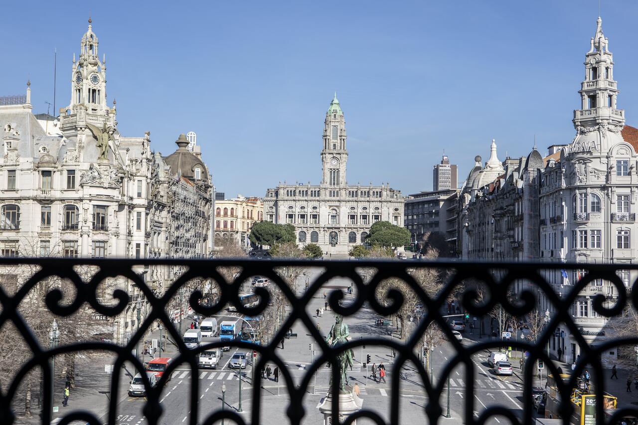 Travel Guide to Porto