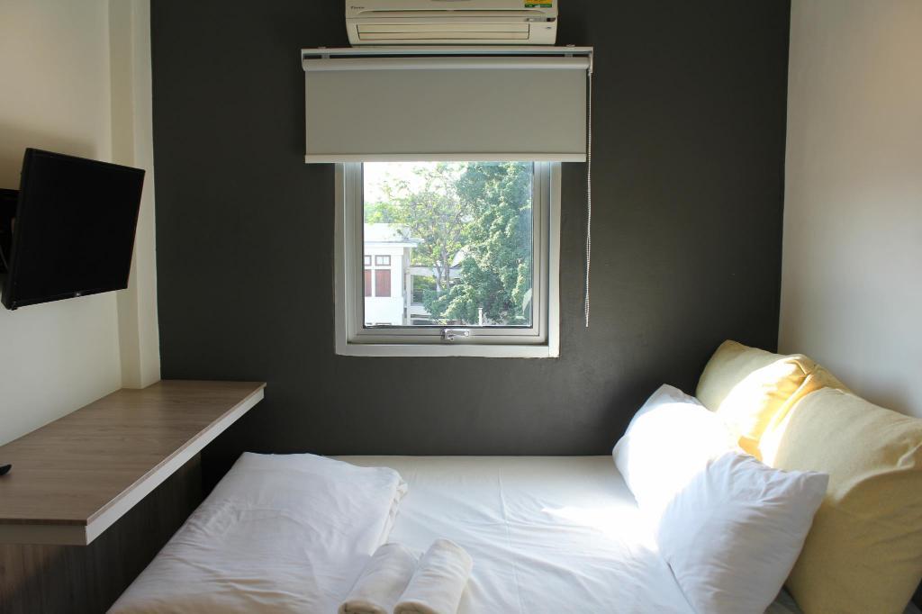 Best Backpacker Hostels in Bangkok, Thailand1
