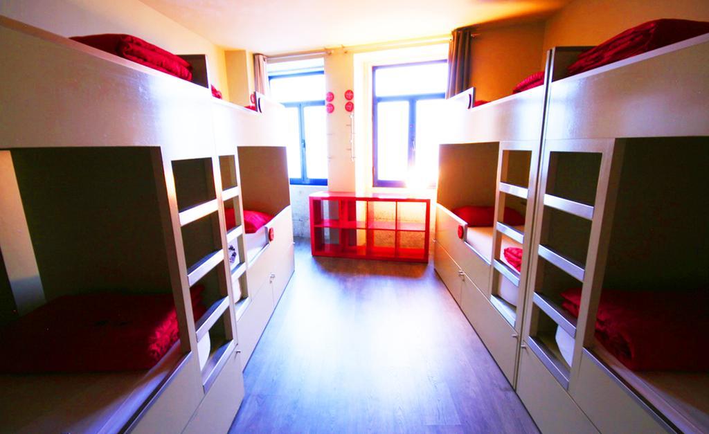 Best Backpacker Hostels in Porto, Portugal1