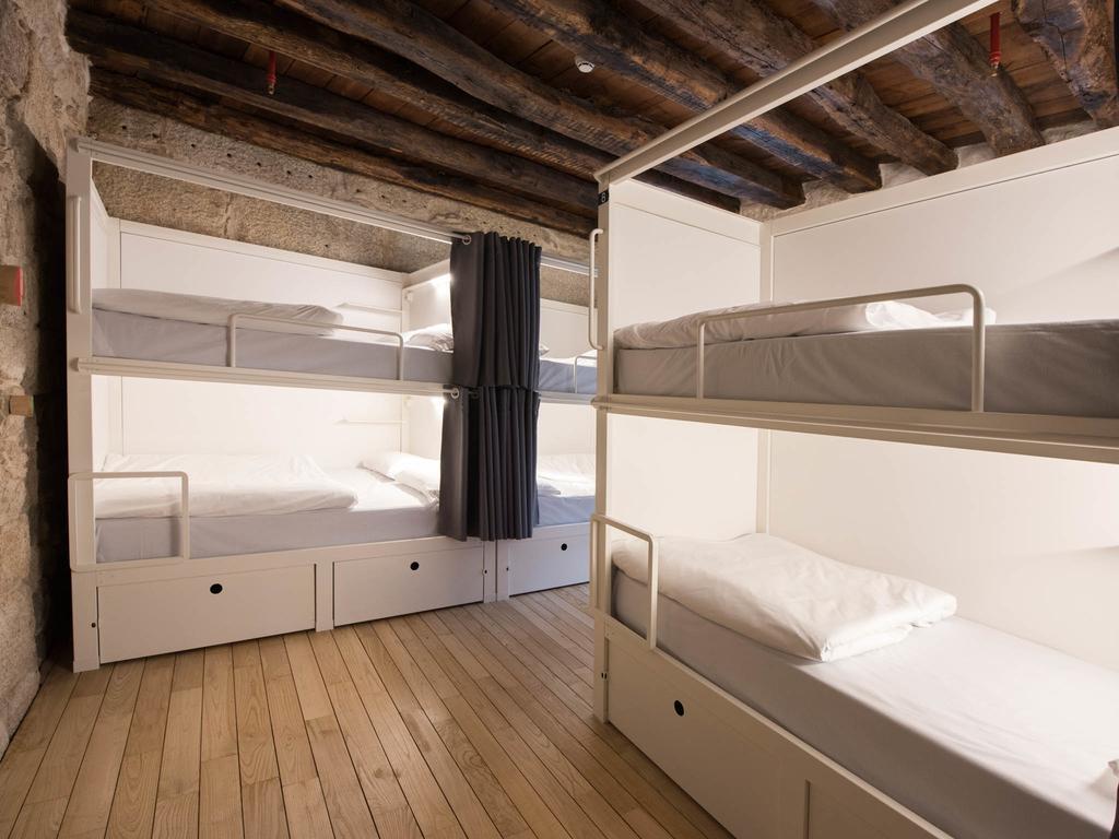 Best Backpacker Hostels in Porto, Portugal4