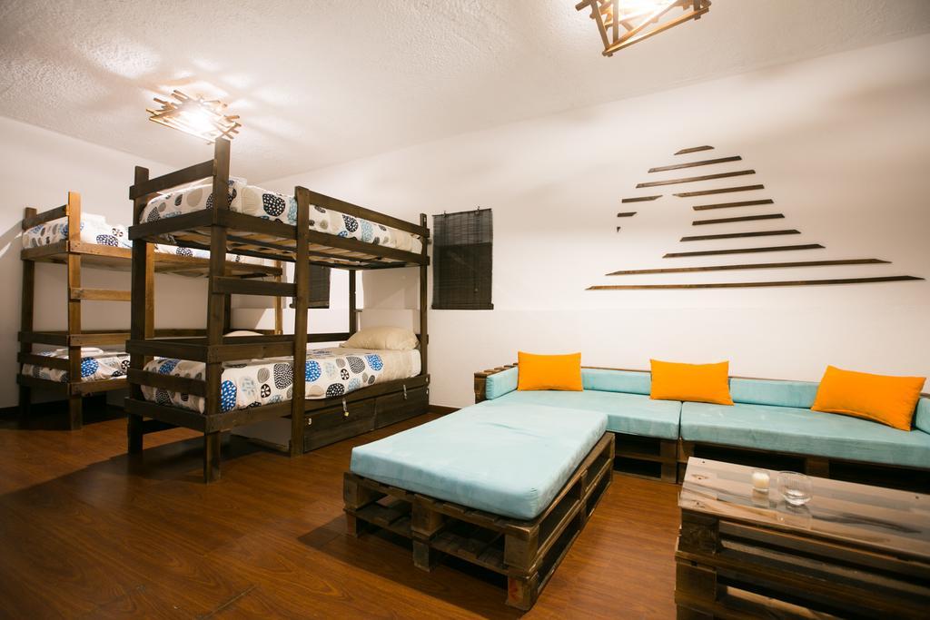 Best Backpacker Hostels in Porto, Portugal8
