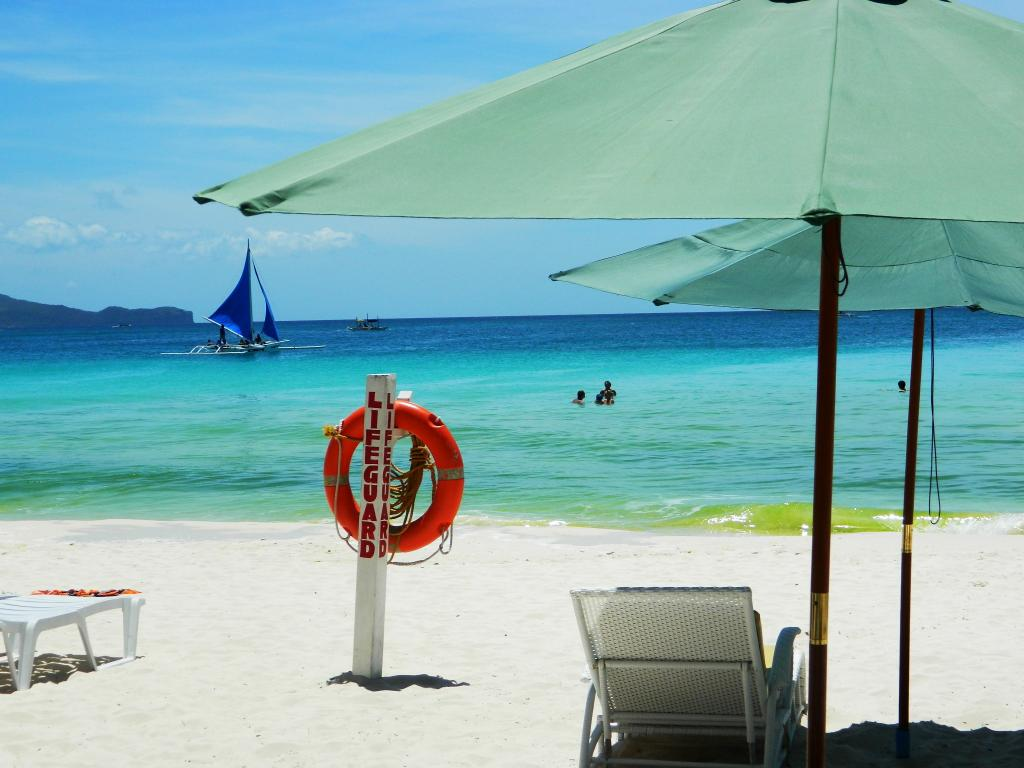 Best Beaches and Beach Resorts in Boracay, Philippines4