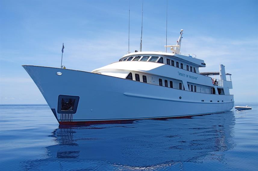 Best Liveaboards Dive Trips at the Great Barrier Reef3
