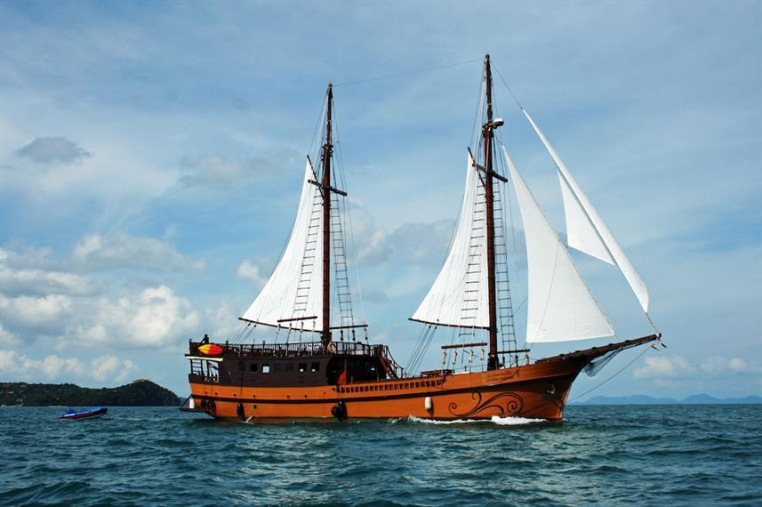Best Liveaboards Dive Trips in Thailand