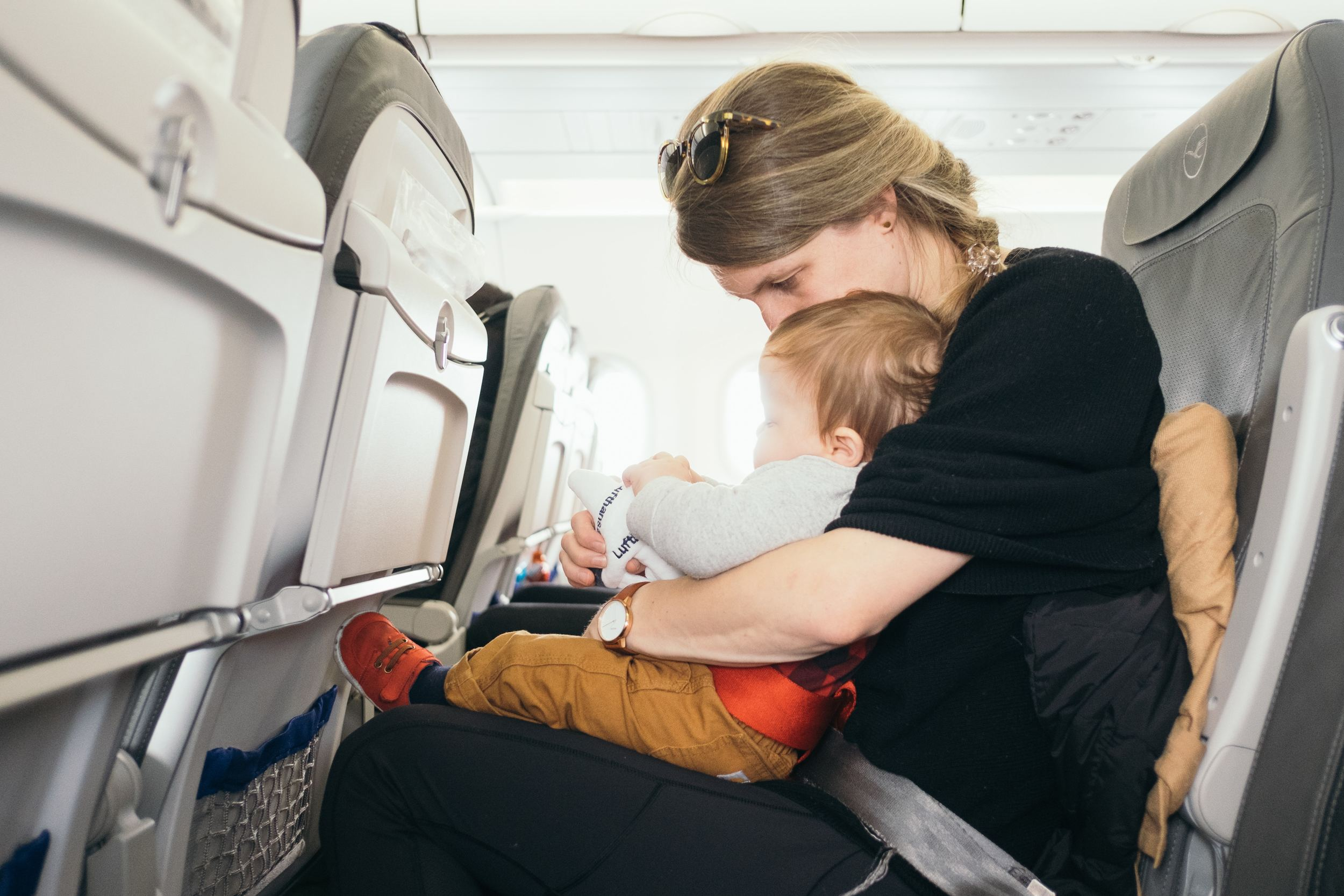 List of 10 Best Travel Cots for Traveling with a Baby