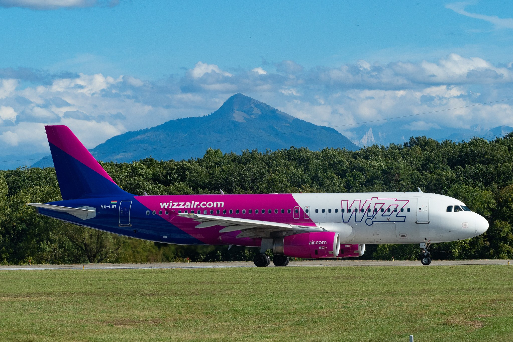 Step by Step Guide on How to Change Flights or Get Refunds on Wizz Air