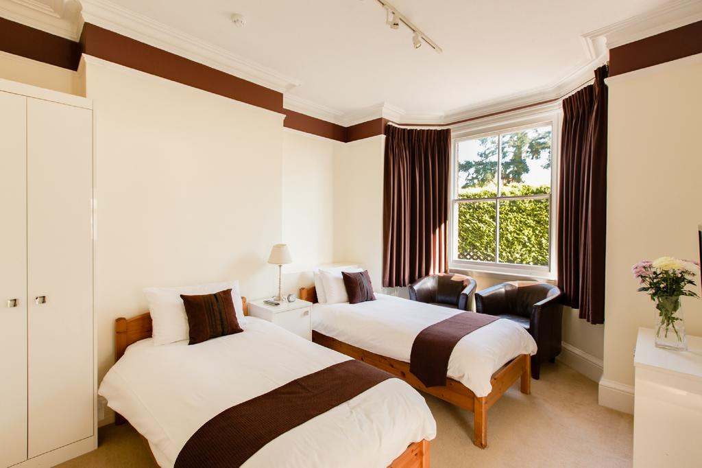 Best Hotels near London Airports Heathrow, Gatwick, Stansted and Luton