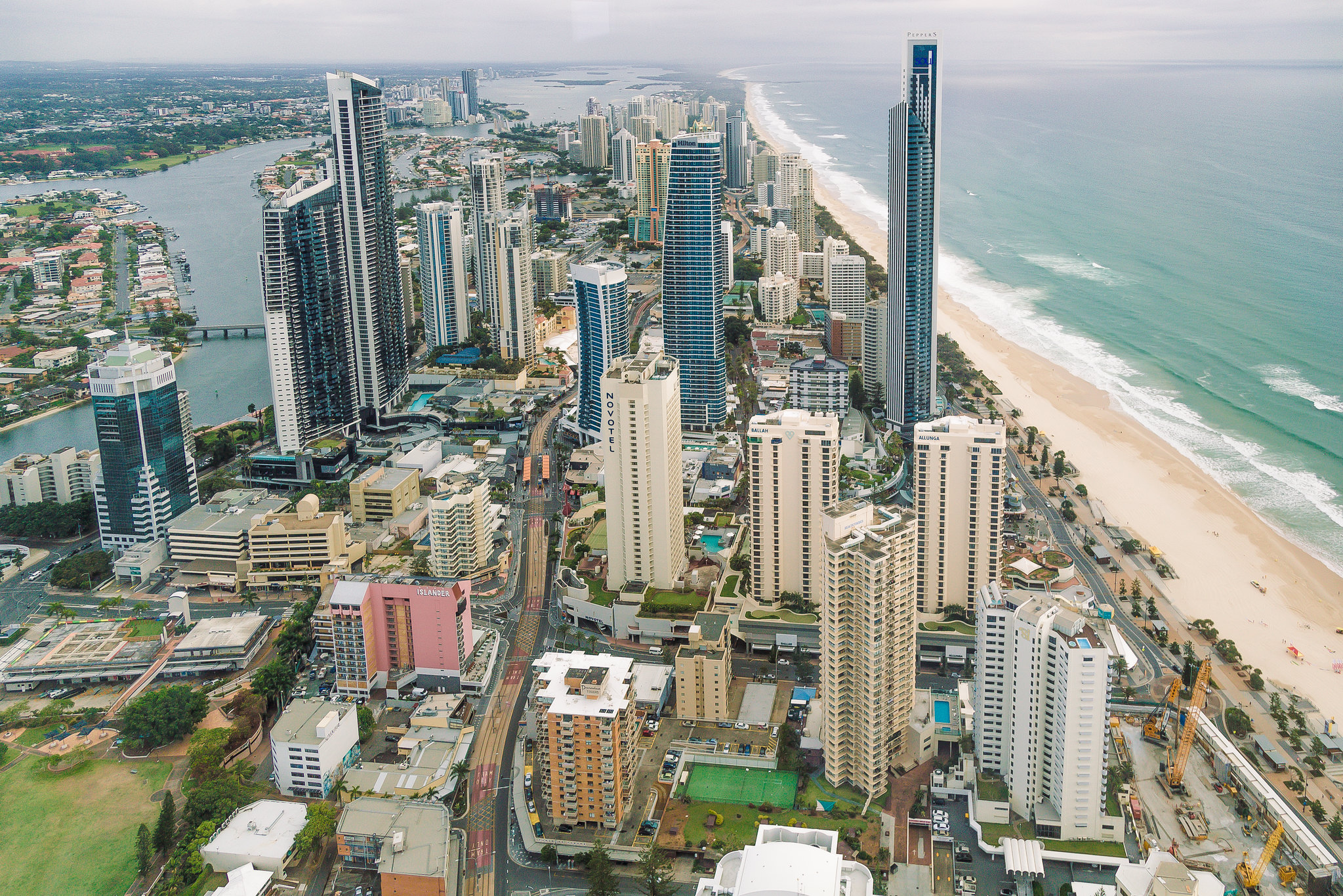 6 Best Things To Do in Surfers Paradise, Australia [with Suggested Tours]