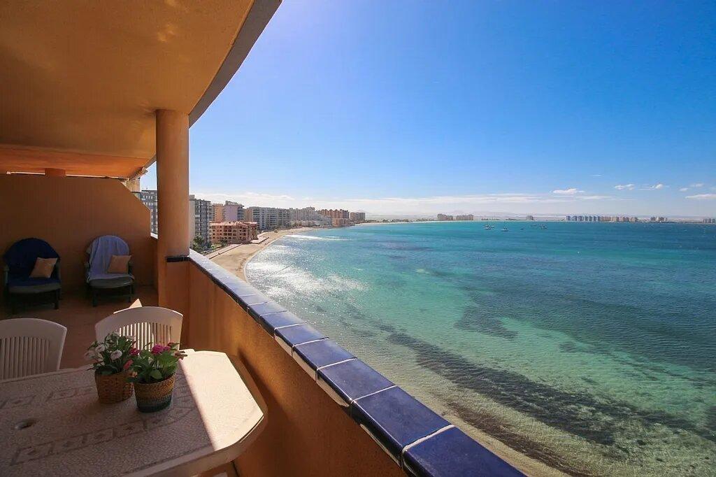 Aquí le mostramos cómo comprar una casa en la costa española por 2 € y por qué puede confiar en ella